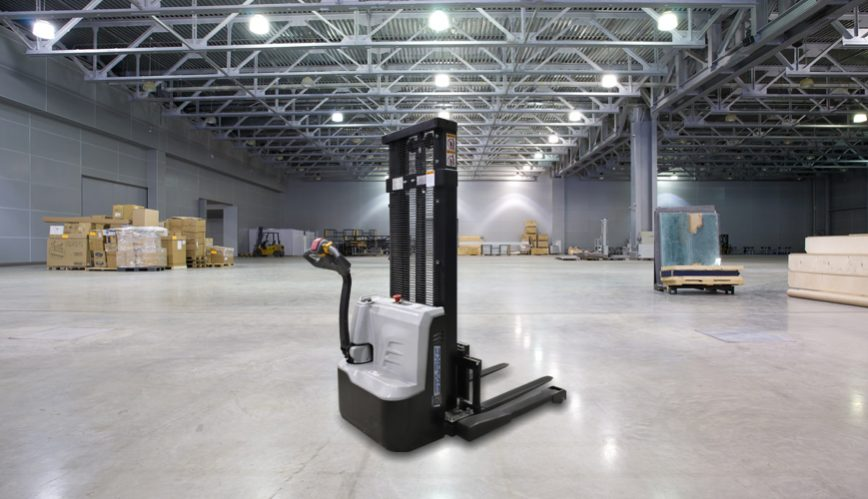 2000 lb electric straddle stacker